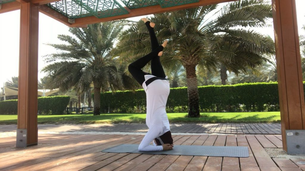 Headstand Nura Arabi