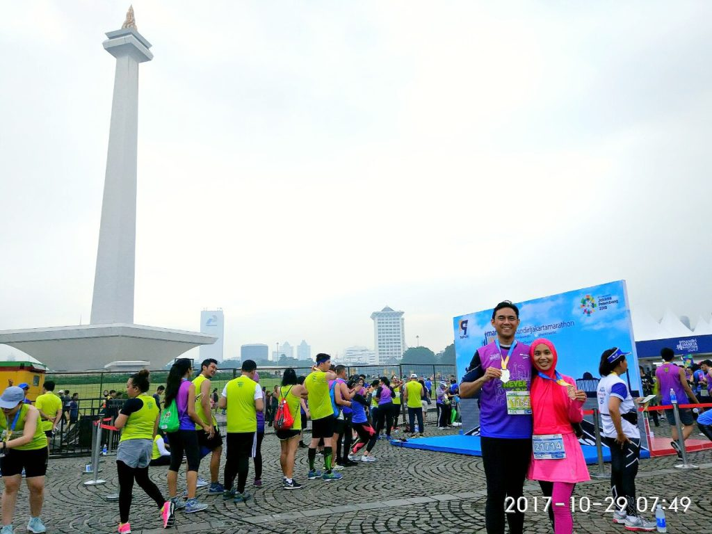 A picture with the Monumen Nasional to complete the race!