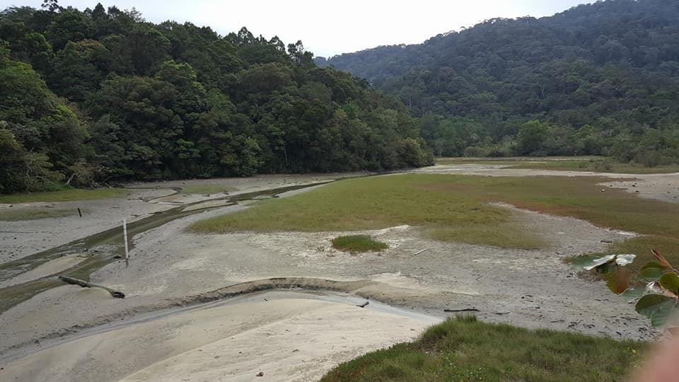 Meromictic Lake : Salt water below and fresh water on top